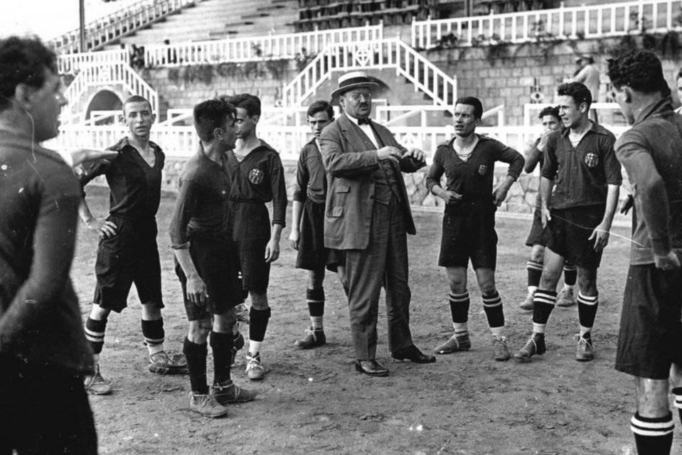 Hans Gamper con los jugadores
